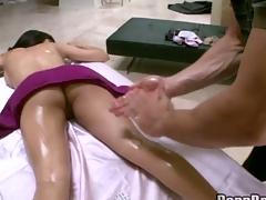 Hawt masseur is delight hottie's scatological gap during sensual massage